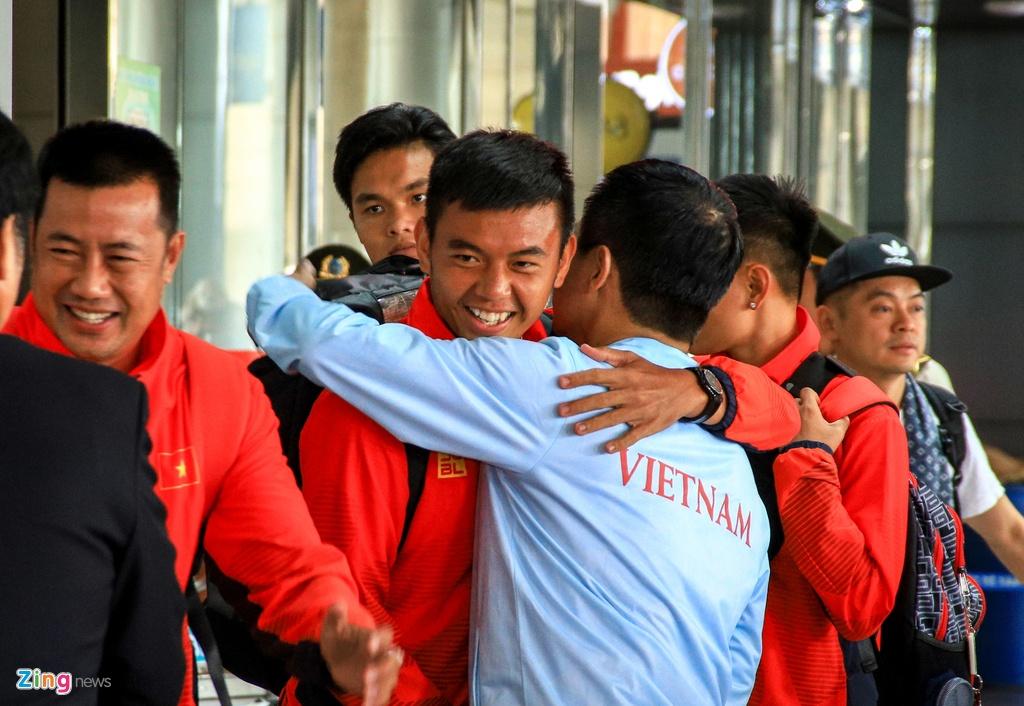 Ly Hoang Nam nhan 5.000 USD sau HCV lich su o SEA Games 30 hinh anh 1