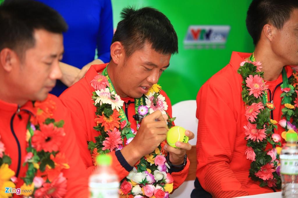 Ly Hoang Nam nhan 5.000 USD sau HCV lich su o SEA Games 30 hinh anh 5