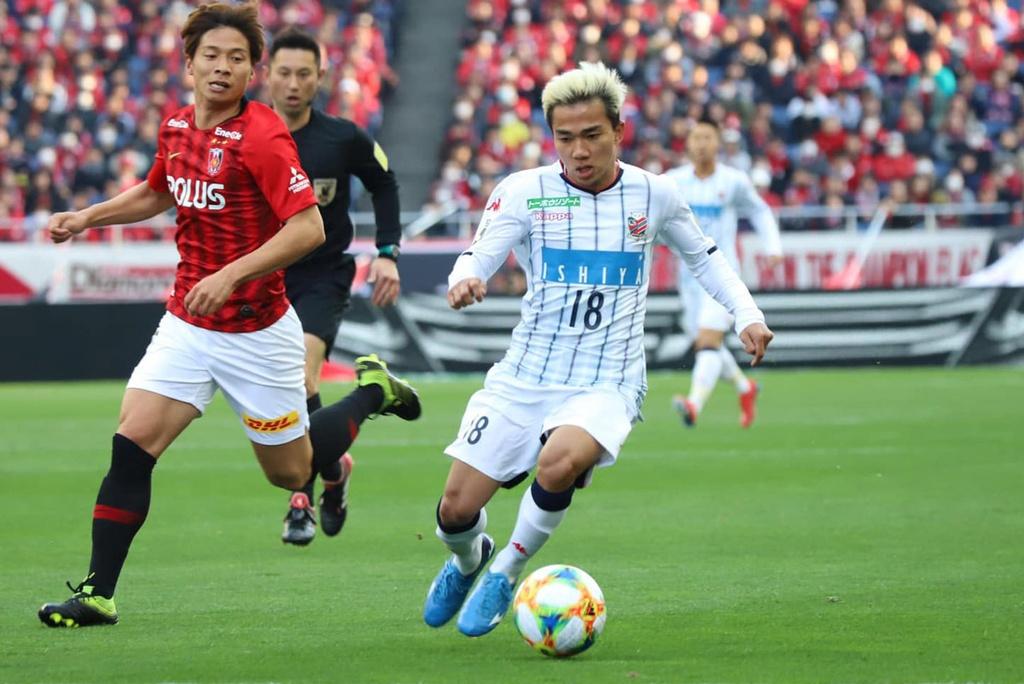 Chanathip chen chan vao top 10 cau thu dat nhat J.League hinh anh 9