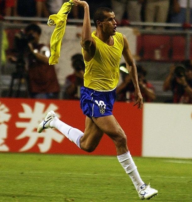 Ronaldinho va cac nha vo dich World Cup 2002 gio o dau? hinh anh 10