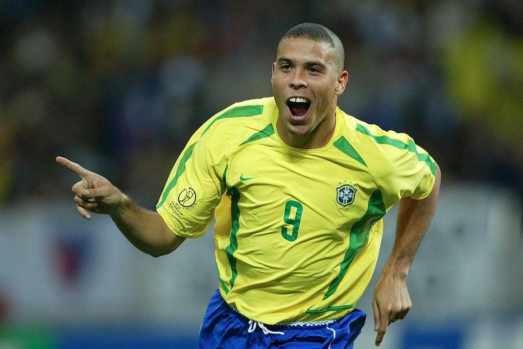 Ronaldinho va cac nha vo dich World Cup 2002 gio o dau? hinh anh 11