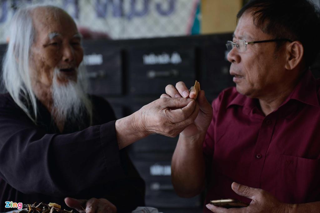 'Ong Tien' 97 tuoi co mot khong hai o Ha Noi hinh anh 5