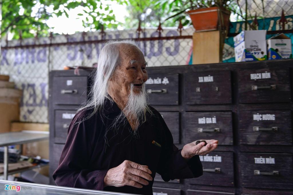 'Ong Tien' 97 tuoi co mot khong hai o Ha Noi hinh anh 11