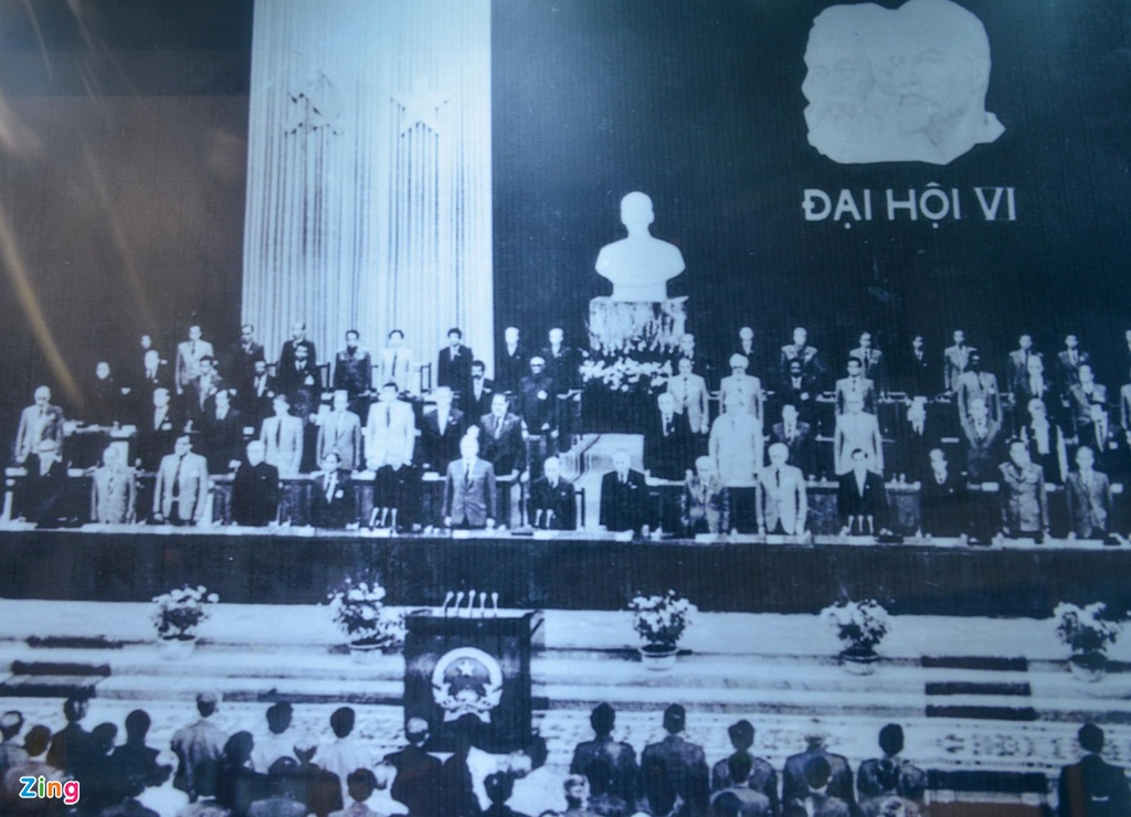 Hang tram buc anh,  hien vat ke ve chang duong 50 nam lam theo di chuc Ho Chi Minh anh 15