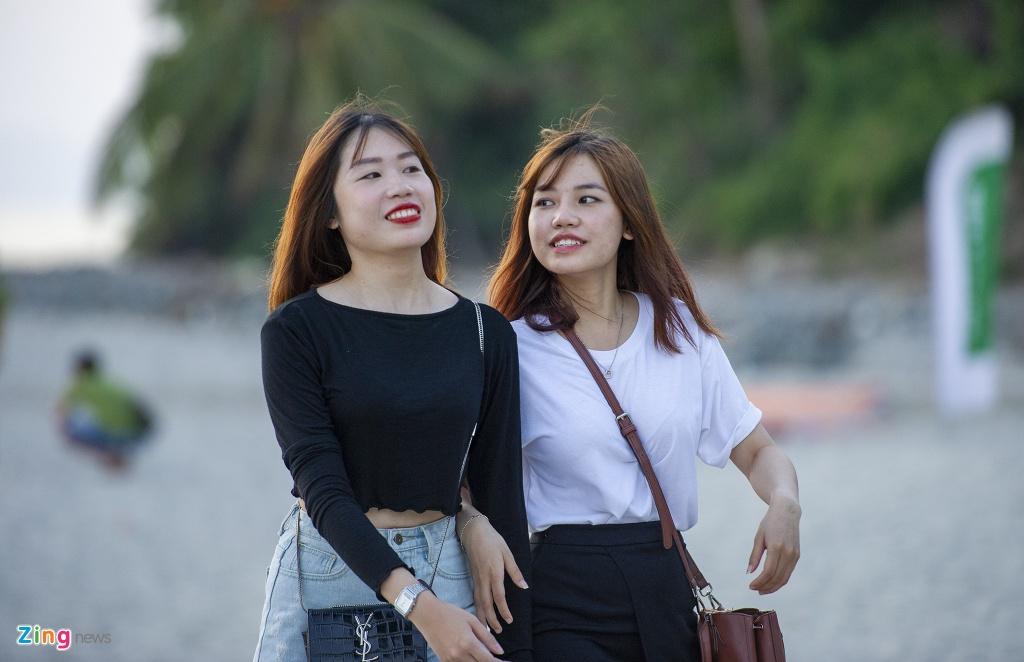 Bien Ha Tien hut khach anh 6