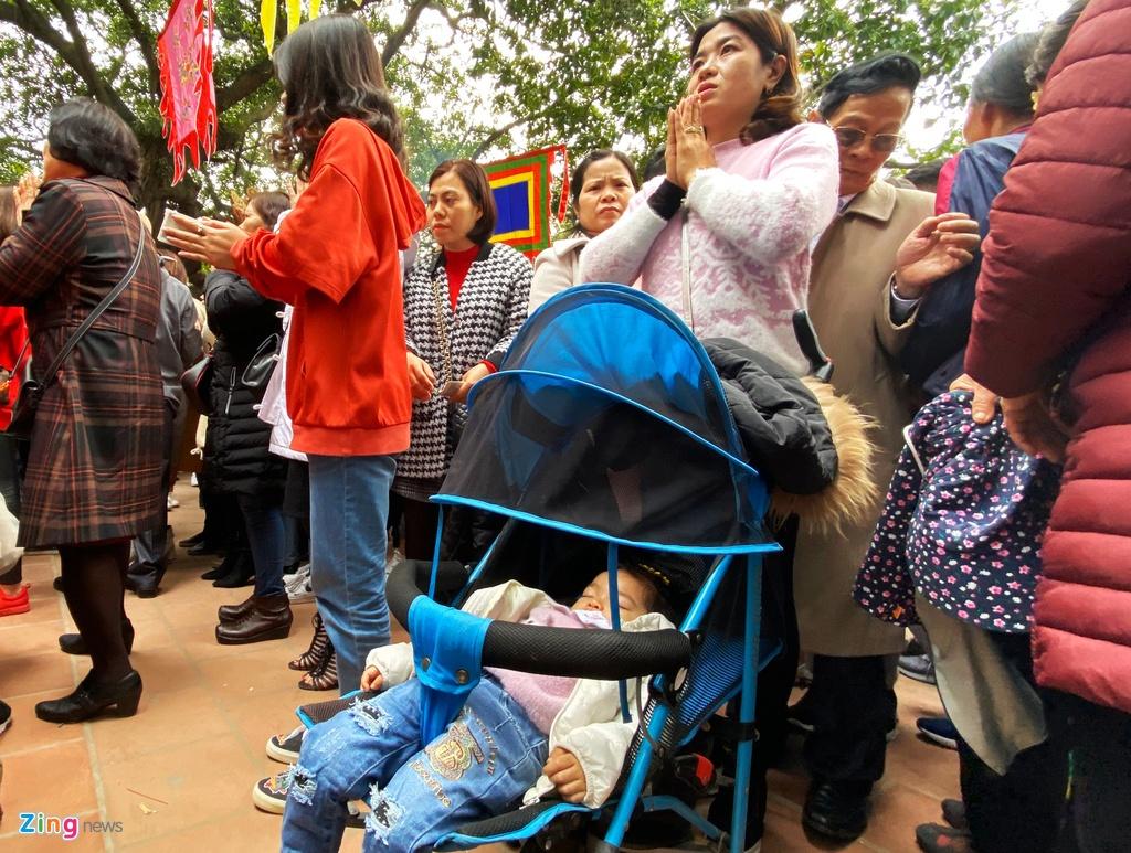 Hang nghin nguoi di le phu Tay Ho ngay mung 2 Tet hinh anh 6 19_zing.jpg