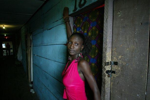 Cuoc song cua nhung co gai 'di khach' o Nigeria hinh anh 2