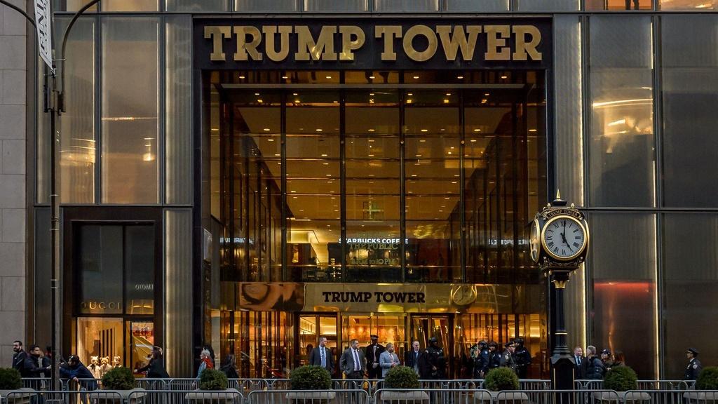 Ben trong Trump Tower, noi ban hang mang thuong hieu tong thong My hinh anh 1