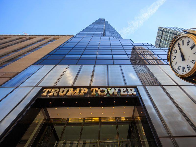 Ben trong Trump Tower, noi ban hang mang thuong hieu tong thong My hinh anh 4