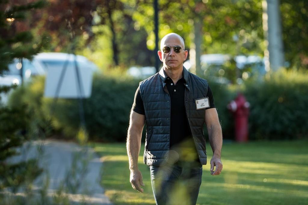 Cac ty phu cong nghe giau len, rieng Jeff Bezos mat gan 15 ty USD hinh anh 2