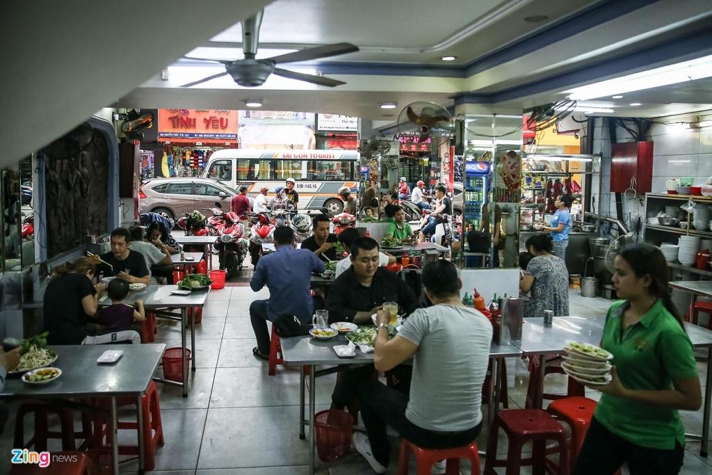 Quan pho 50 nam o Sai Gon nhuong quyen khap Hong Kong hinh anh 2