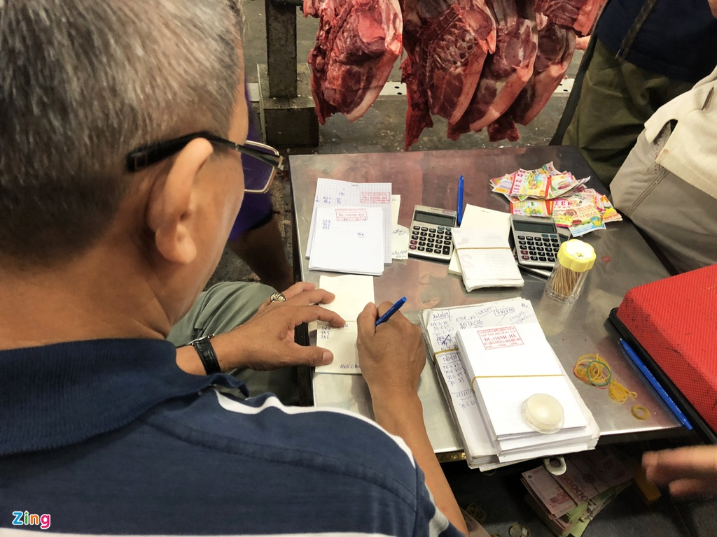 Tieu thuong cho Binh Dien lao dao vi gia lon tang vot hinh anh 1  Tiểu thương chợ Bình Điền lao đao vì giá lợn tăng vọt chodaumoi2 zing2 1