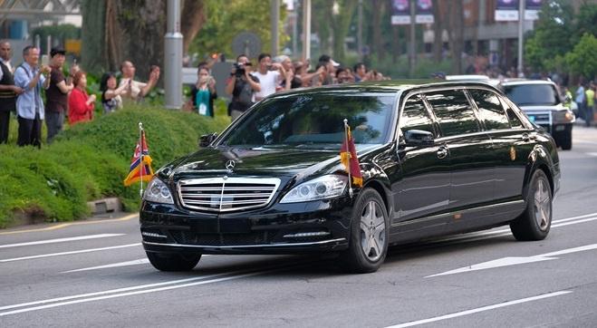 Ong Kim Jong Un vua tau Mercedes-Maybach S600 limo chong dan moi nhat hinh anh 3
