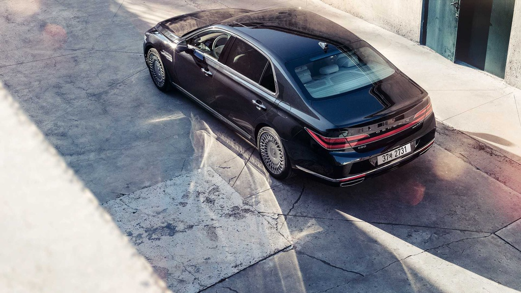 Genesis G90 Limousine canh tranh voi Maybach anh 2