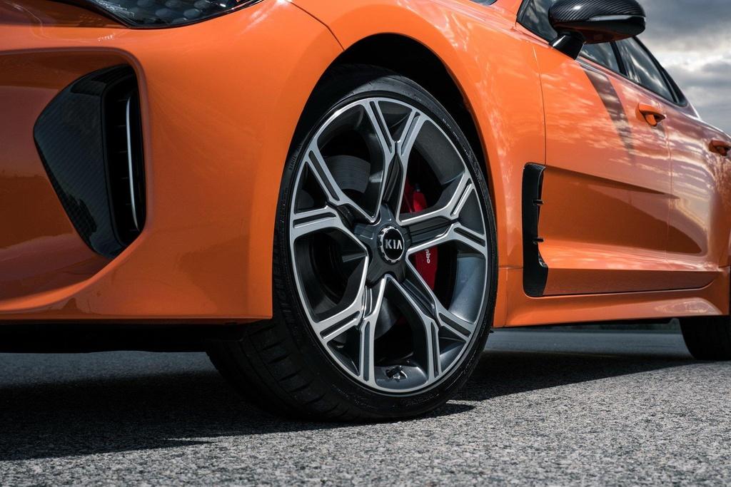 'Quai thu' Kia Stinger GTS 2019 ra mat, tap trung vao kha nang drift hinh anh 6