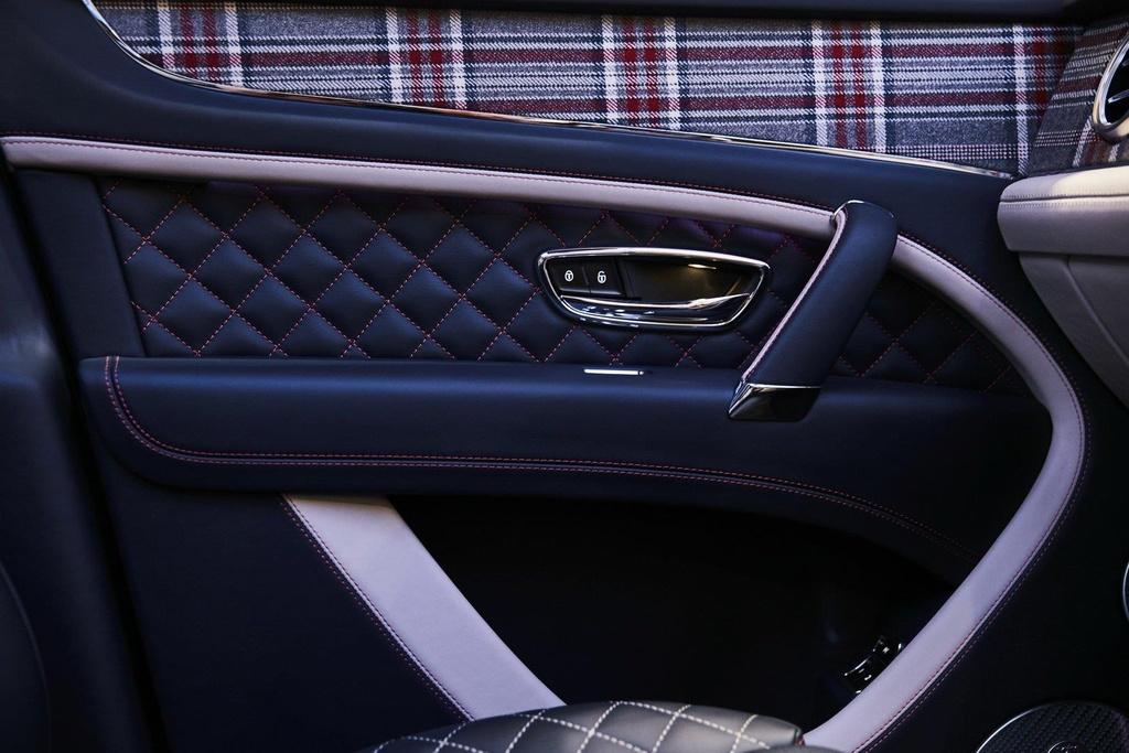 Bentley Bentayga ban 'Doanh nhan', co san ca ban co vua ben trong hinh anh 3