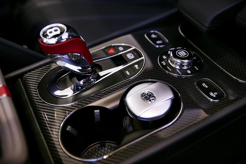Bentley Bentayga ban 'Doanh nhan', co san ca ban co vua ben trong hinh anh 4