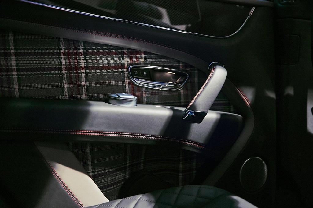Bentley Bentayga ban 'Doanh nhan', co san ca ban co vua ben trong hinh anh 6