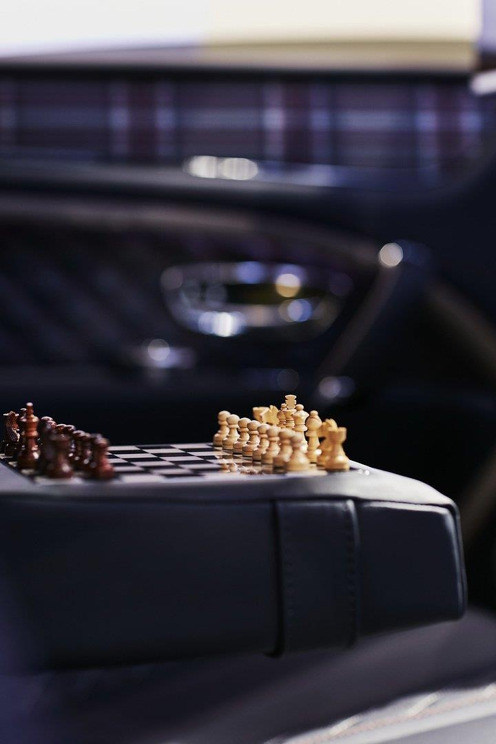 Bentley Bentayga ban 'Doanh nhan', co san ca ban co vua ben trong hinh anh 7