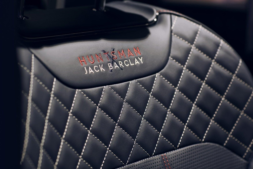 Bentley Bentayga ban 'Doanh nhan', co san ca ban co vua ben trong hinh anh 8