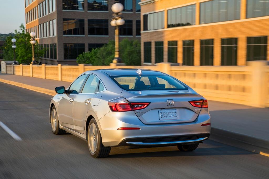 Honda Insight 2020 an xang 4,2 lit/100 km, gia chi tang 100 USD hinh anh 2