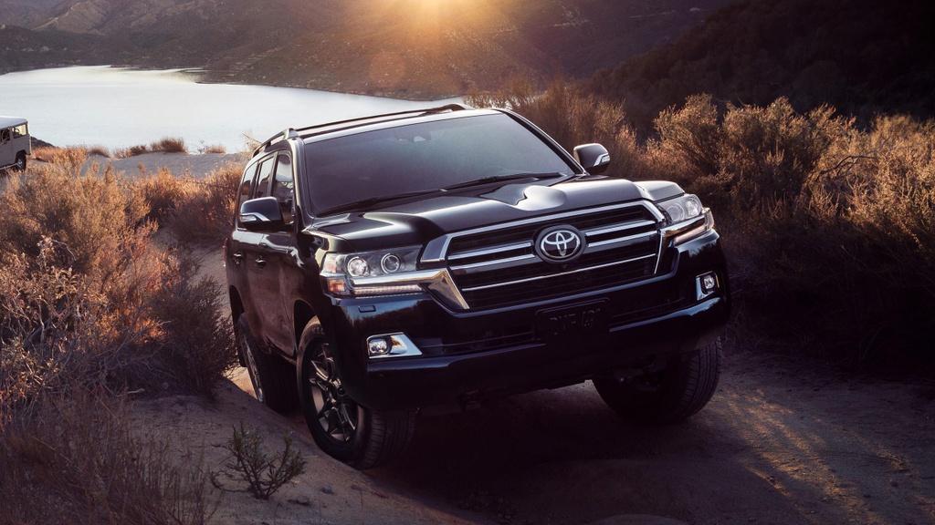 Toyota Land Cruiser bản Di sản giá chỉ ngang bản tiêu chuẩn