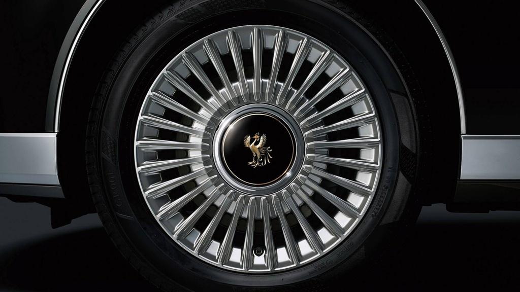 Toyota Century mui tran thap tung Nhat hoang trong le dang co hinh anh 6
