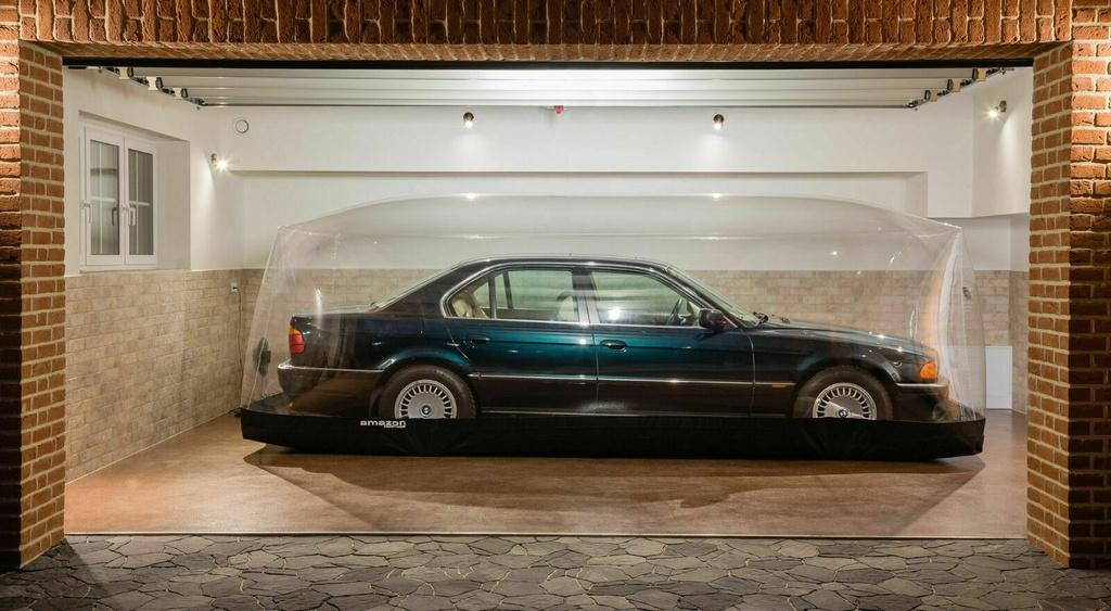 BMW 7-Series bi nhot trong long nhua suot 22 nam hinh anh 1 1.jpg