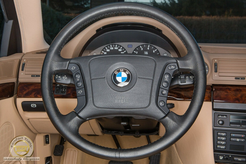BMW 7-Series bi nhot trong long nhua suot 22 nam hinh anh 2 2.jpg