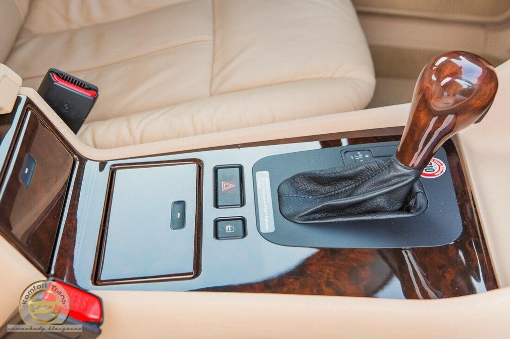 BMW 7-Series bi nhot trong long nhua suot 22 nam hinh anh 3 3.jpg