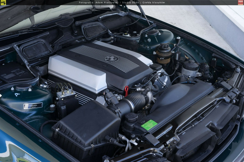 BMW 7-Series bi nhot trong long nhua suot 22 nam hinh anh 5 5.jpg
