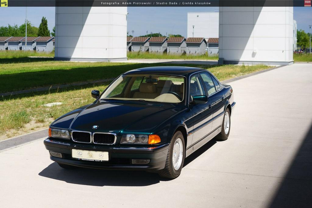 BMW 7-Series bi nhot trong long nhua suot 22 nam hinh anh 6 6.jpg