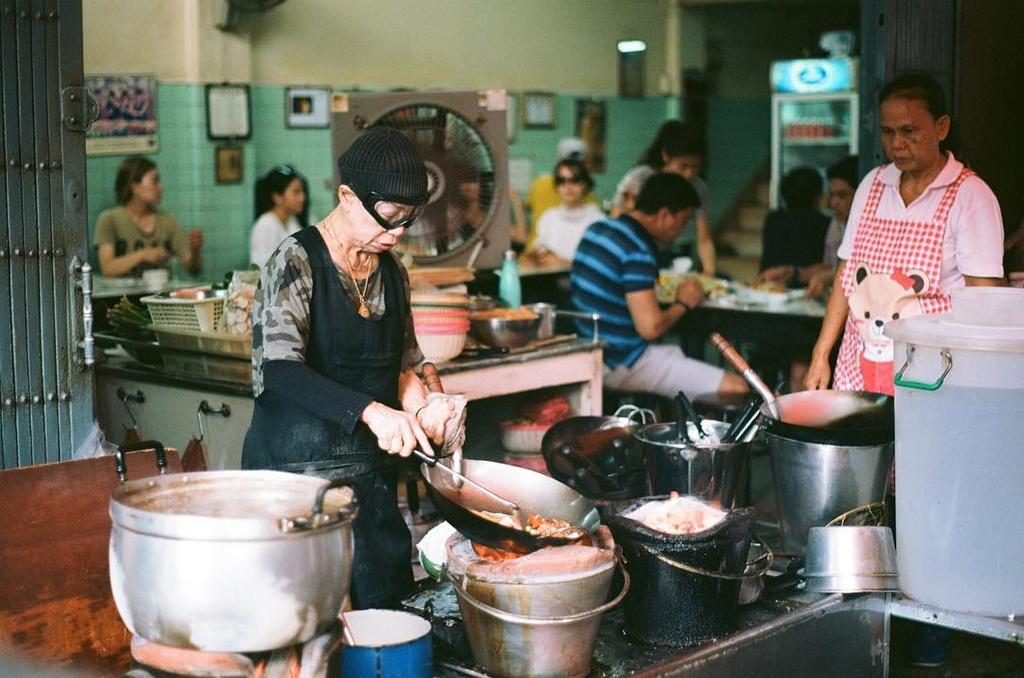 3 quan an 'cho doi la hanh phuc' o Bangkok hinh anh 5