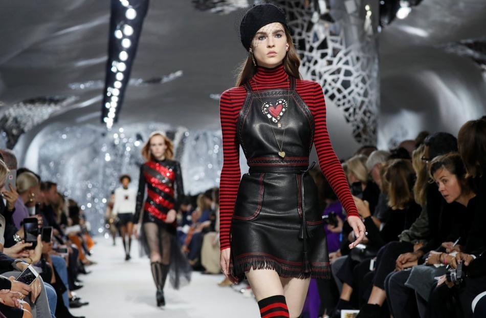 Chanel, Dior, Gucci va nhung bo suu tap thoi trang noi bat nhat 2017 hinh anh 2
