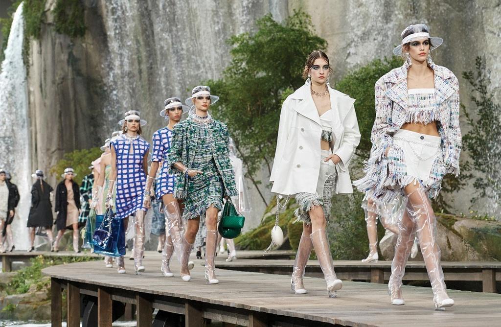 Chanel, Dior, Gucci va nhung bo suu tap thoi trang noi bat nhat 2017 hinh anh 1