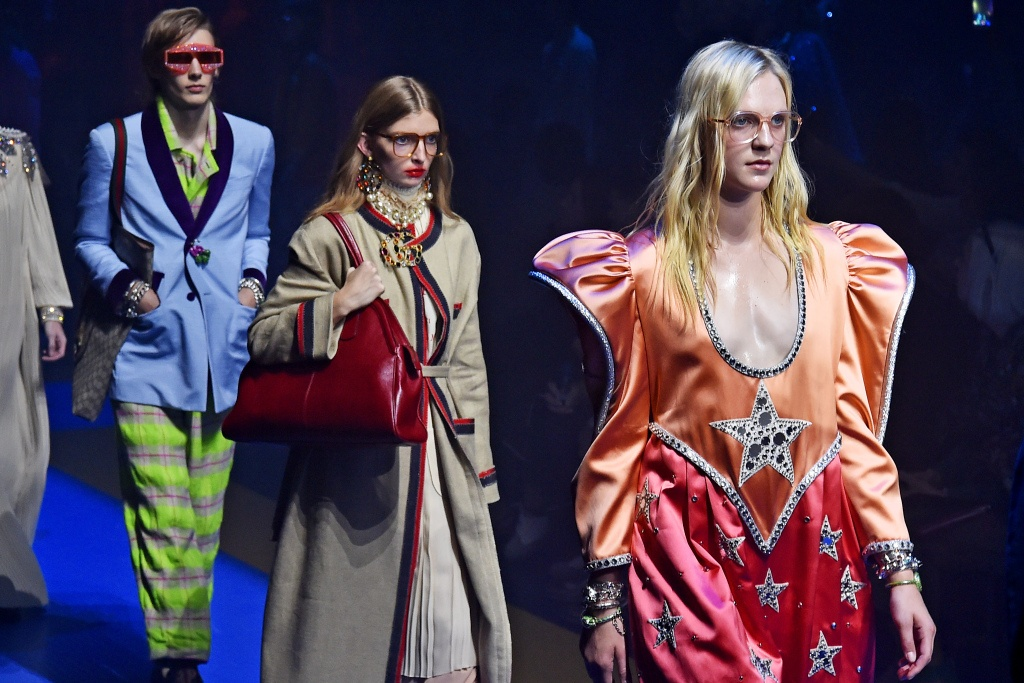 Chanel, Dior, Gucci va nhung bo suu tap thoi trang noi bat nhat 2017 hinh anh 3