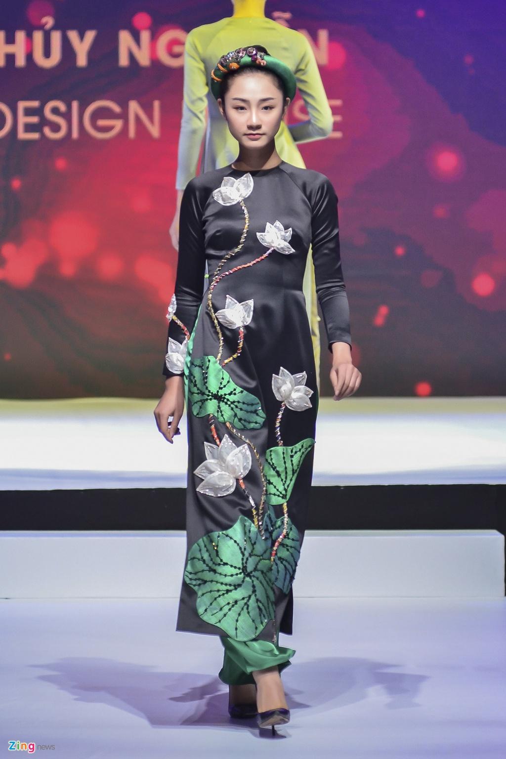 Angela Phuong Trinh dien ao dai dinh da quy o Le hoi ao dai 2018 hinh anh 9