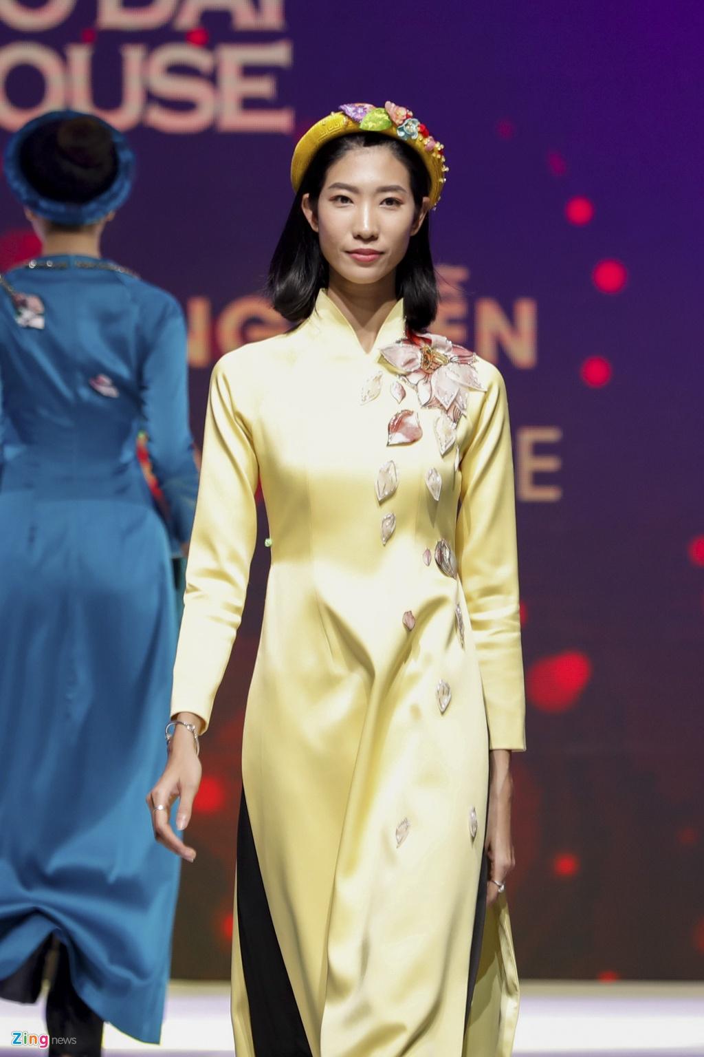 Angela Phuong Trinh dien ao dai dinh da quy o Le hoi ao dai 2018 hinh anh 10