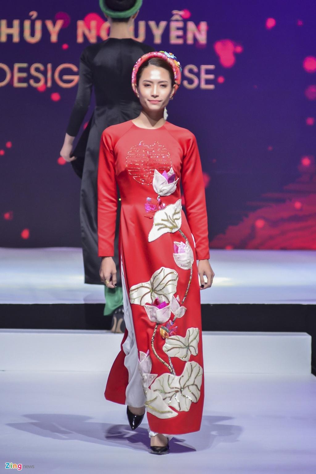 Angela Phuong Trinh dien ao dai dinh da quy o Le hoi ao dai 2018 hinh anh 13