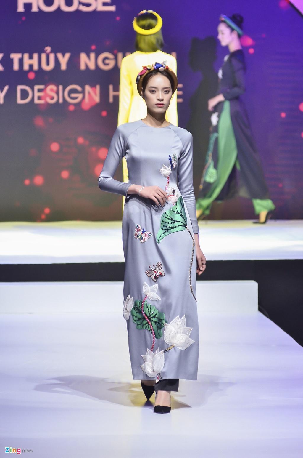 Angela Phuong Trinh dien ao dai dinh da quy o Le hoi ao dai 2018 hinh anh 14