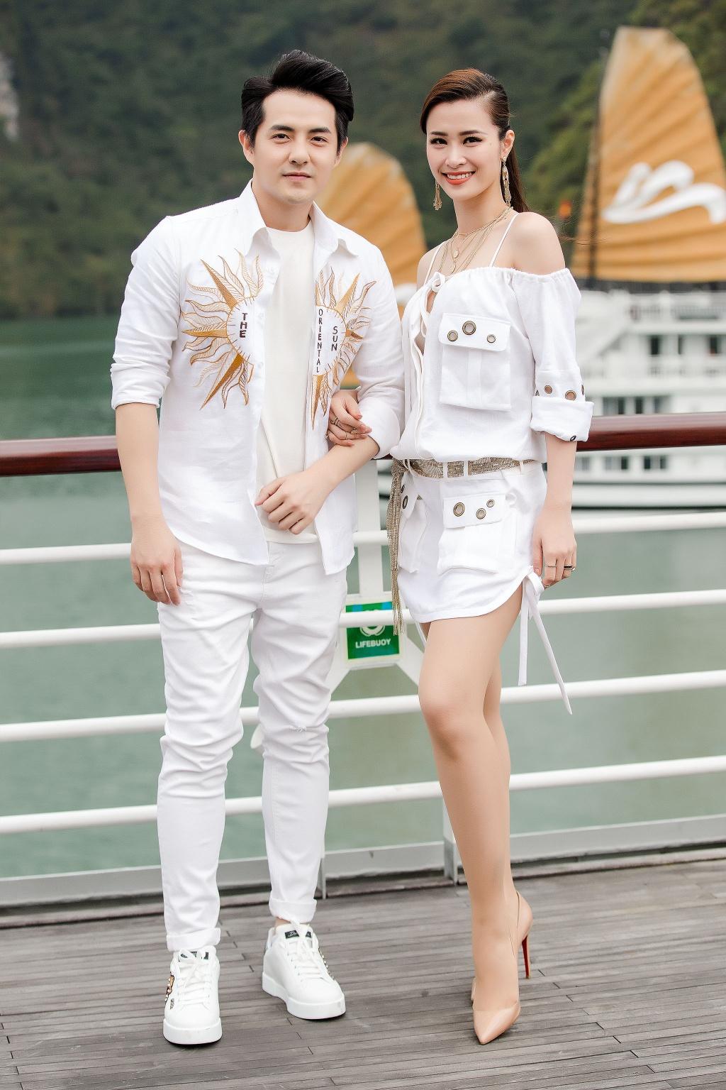 Nha Phuong cung dan sao nu xuat hien xinh xan tai show thoi trang hinh anh 4