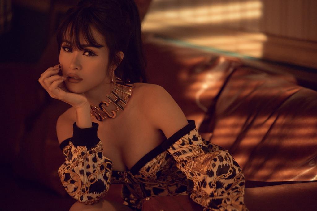 Dong Nhi dung hang voi loat sao Viet trong MV 'Gia vo say' hinh anh 1