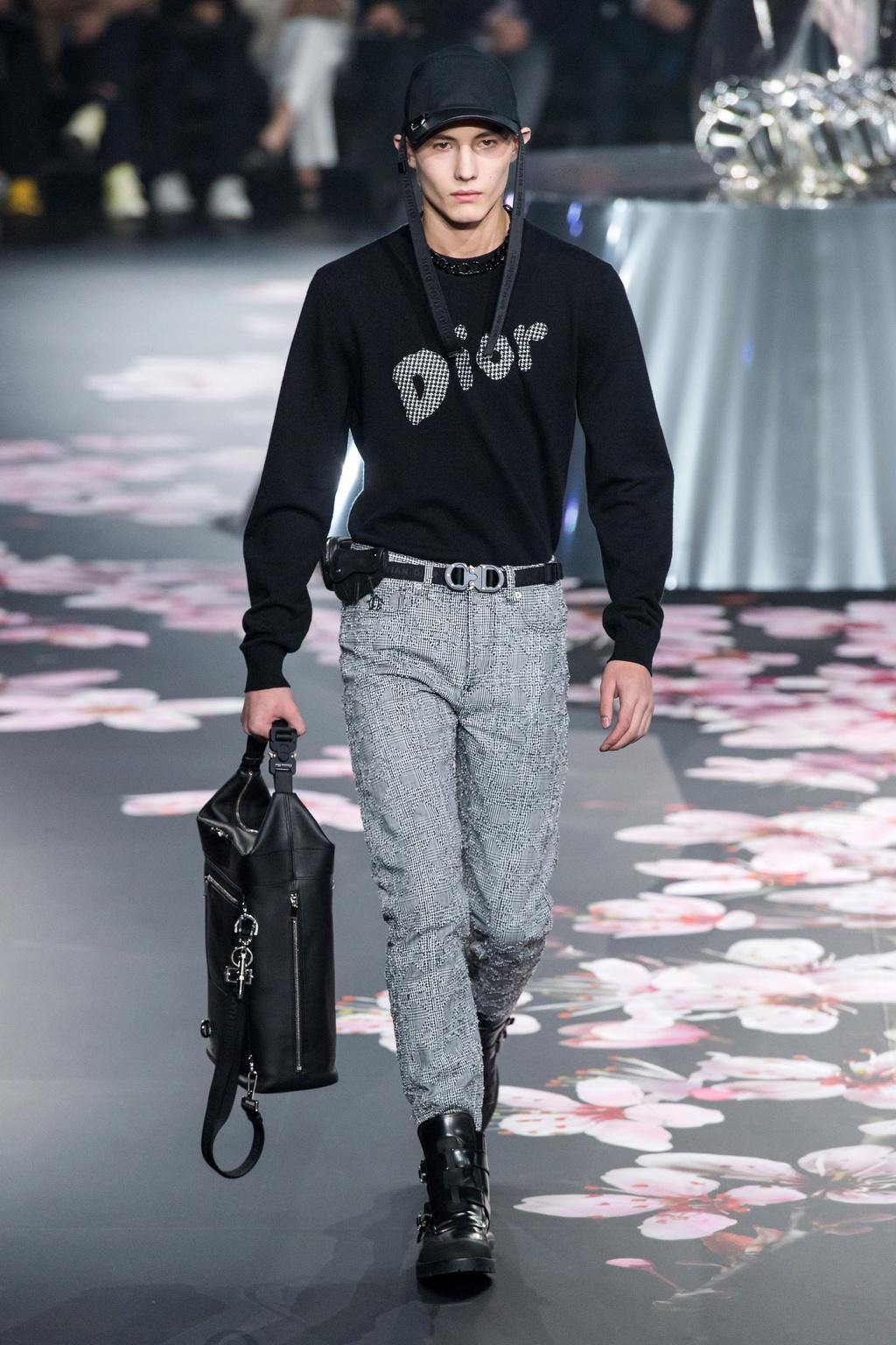 Show dien Dior gay sot voi phu kien giong bao dung sung hinh anh 12
