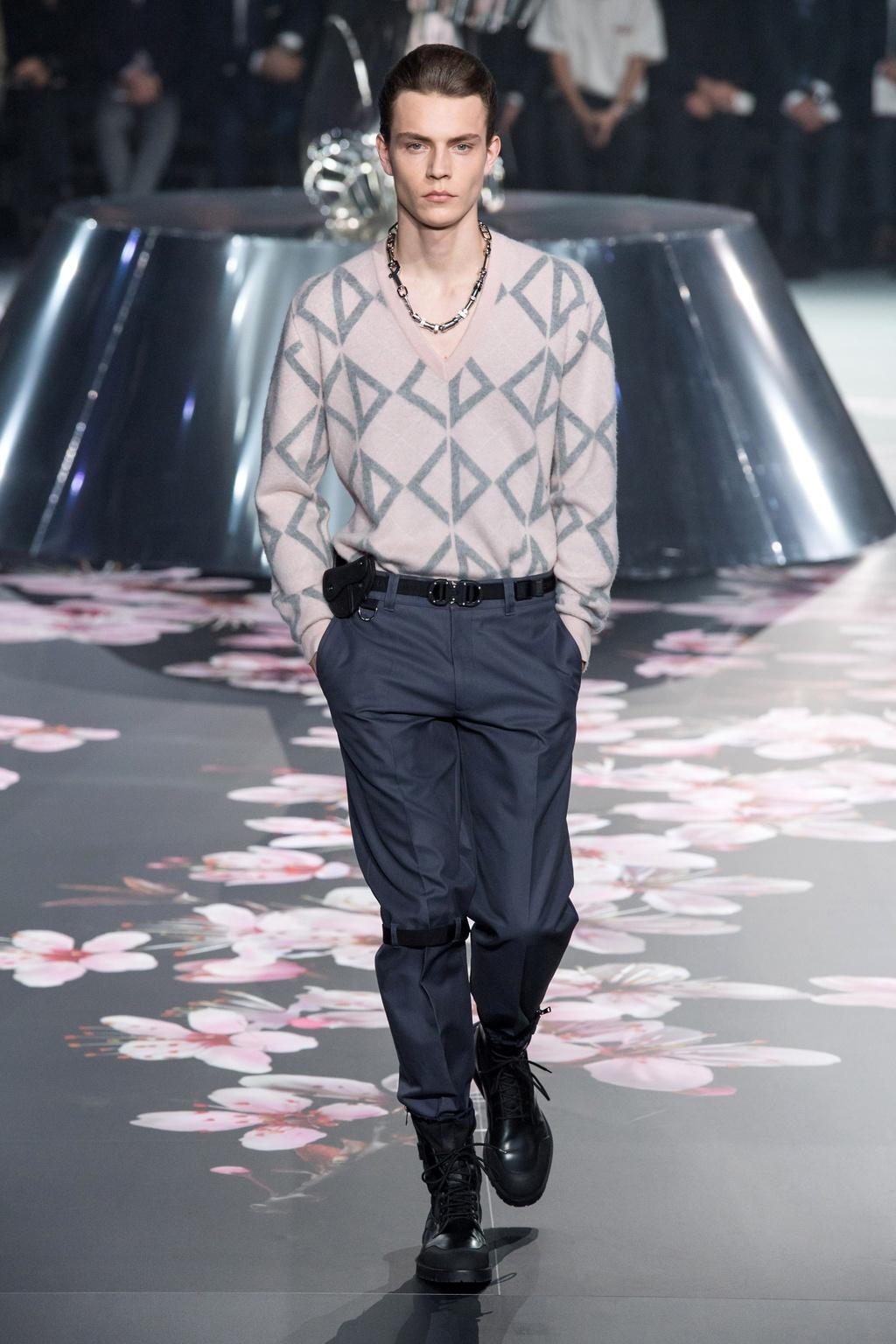 Show dien Dior gay sot voi phu kien giong bao dung sung hinh anh 6