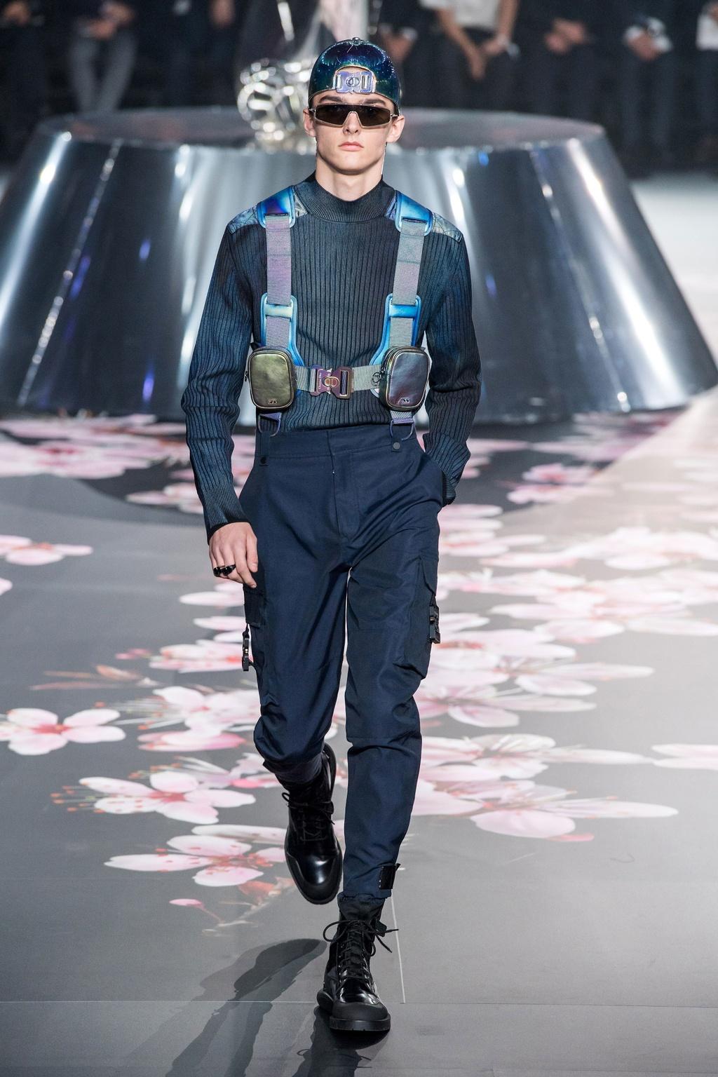 Show dien Dior gay sot voi phu kien giong bao dung sung hinh anh 10