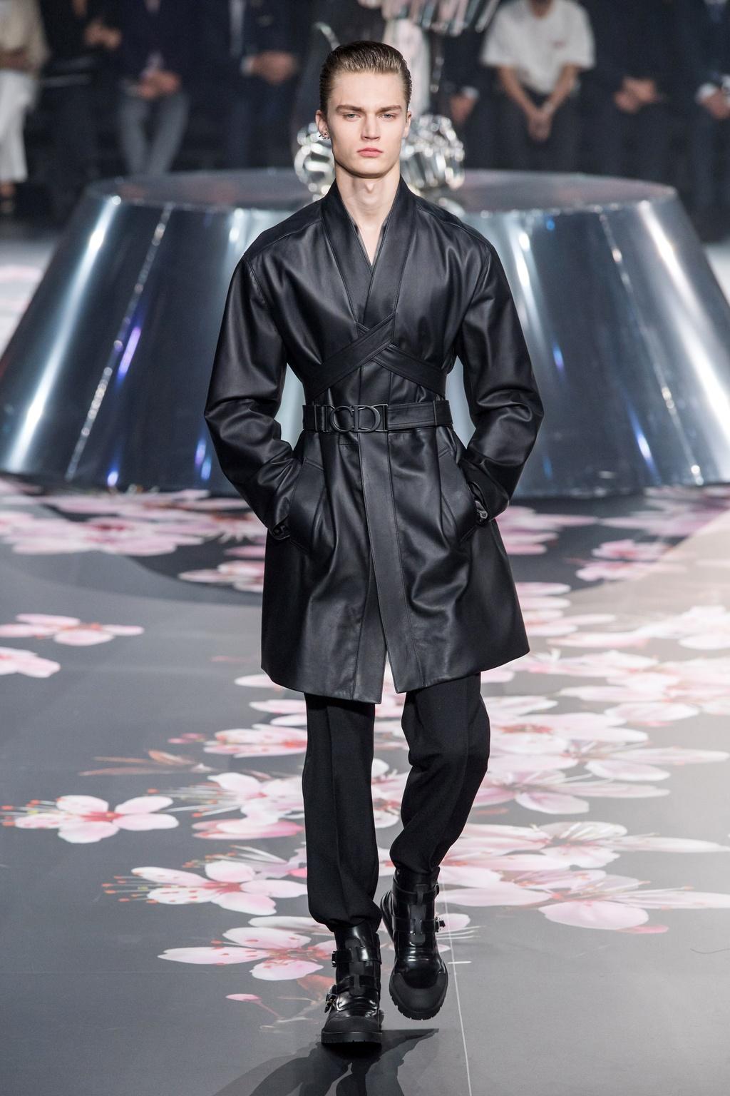 Show dien Dior gay sot voi phu kien giong bao dung sung hinh anh 11