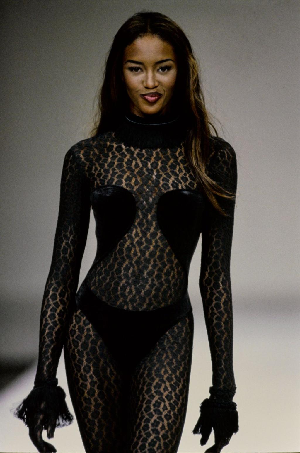 Kylie Jenner ra dang doanh nhan trong bo suit tri gia 153 trieu dong hinh anh 12