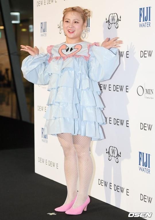 Sao Han mac trang phuc ruom ra, sen sam tai Seoul Fashion Week 2019 hinh anh 3