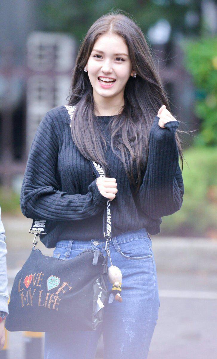Jeon Somi - 'bong hong lai' xinh dep, so huu gu thoi trang tre trung hinh anh 6