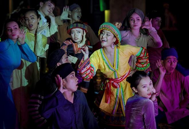 Hoang Thuy Linh hoa than A Mi anh 3